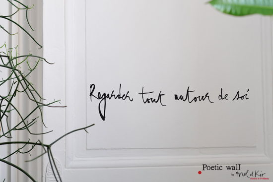 sticker-citation-poetic-wall-regarder-autour-de-soi